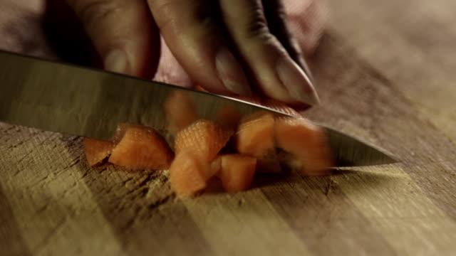 切塊的胡蘿蔔 - crucifers 個影片檔及 b 捲影像