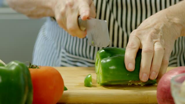 chopping green bell pepper - green bell pepper stock videos & royalty-free footage