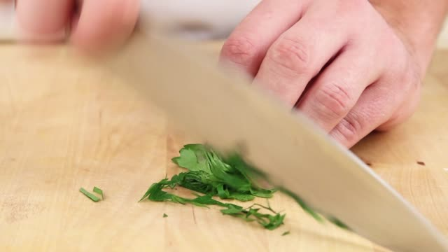 chopping parsley - parsley 個影片檔及 b 捲影像