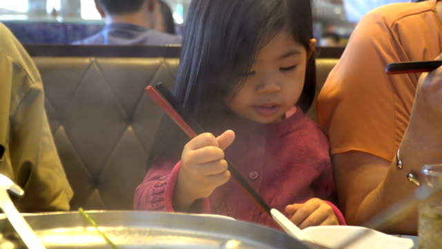 chopsticks - bacchette cinesi video stock e b–roll