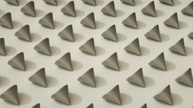 vídeos de stock, filmes e b-roll de cones loop coreografado (prata) - formas geométricas