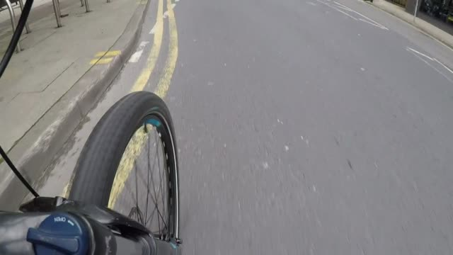 chris boardman claims the government have wasted millions on substandard bike lanes england manchester ext feet as peddling front bike wheel as along... - nutzfahrzeug stock-videos und b-roll-filmmaterial