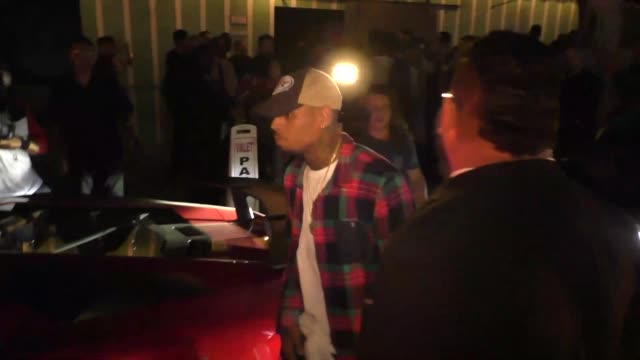 chris brown leaves warwick nightclub in hollywood his bodyguard assaults paparazzi in celebrity sightings in los angeles - bodyguard stock videos & royalty-free footage