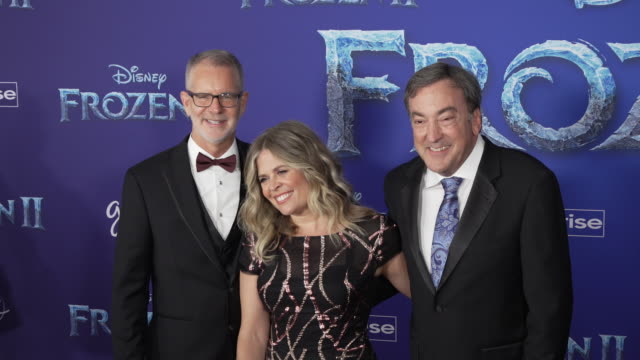 "chris buck, jennifer lee and peter del vecho at the ""frozen ii"" world premiere at dolby theatre on november 07, 2019 in hollywood, california. - 首映 個影片檔及 b 捲影像"