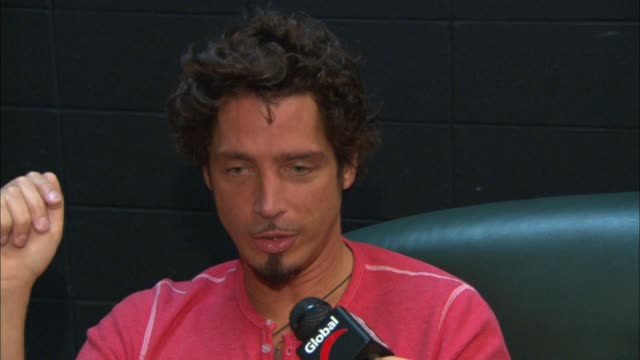stockvideo's en b-roll-footage met chris cornell on his family and dealing with fame - zanger