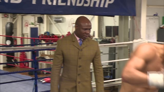 chris eubank junior to face renold quinlan for the ibo super-middlewirght title; chris eubank junior to face renold quinlan for the ibo... - chris eubank sr. stock videos & royalty-free footage