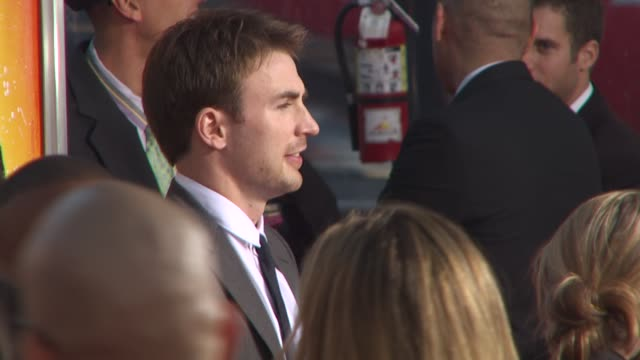 chris evans at the 'the losers' premiere at hollywood ca. - lipgloss stock-videos und b-roll-filmmaterial