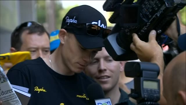 vidéos et rushes de chris froome signs autographs after winning the 100th edition of the tour de france - autographe