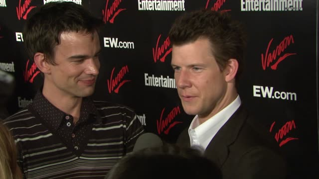 stockvideo's en b-roll-footage met chris gorham and eric mabius at the upfront party hosted by entertainment weekly and vavoom at the box in new york, new york on may 15, 2007. - entertainment weekly