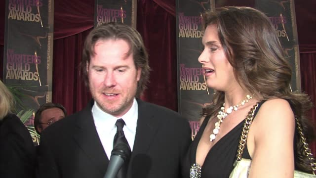 chris henchy and brooke shields on how he worries daily that he will run out of story ideas for entourage, feels it is?nice to be nominated by his... - ブルック シールズ点の映像素材/bロール