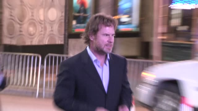 chris henchy departs the campaign premiere in hollywood at celebrity sightings in los angeles chris henchy departs the campaign premiere in holl on... - クリス ヘンチー点の映像素材/bロール