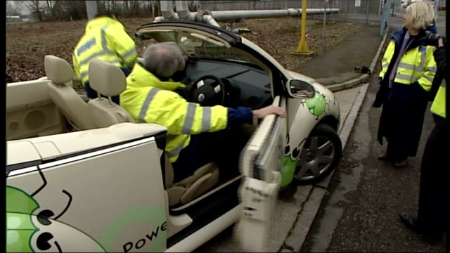 chris huhne agrees to higher carbon cutting emission targets; 22 february 2011 england: bristol: avonmouth: ext chris huhne mp into bio bug car and... - クリス ヒューン点の映像素材/bロール