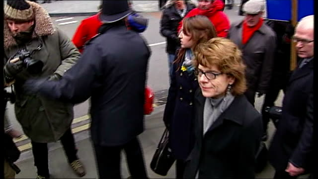 chris huhne and vicky pryce both jailed for 8 months for perverting the course of justice; vicky pryce arriving at court as surrounded by... - クリス ヒューン点の映像素材/bロール