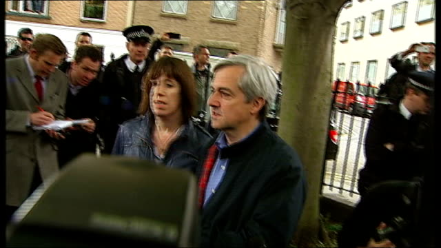 chris huhne and vicky pryce freed from prison england london throughout*** taxi cab pulling up and chris huhne out with partner carina trimingham... - ビッキー・プライス点の映像素材/bロール