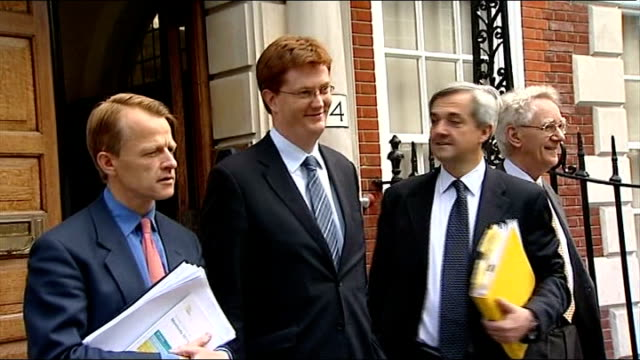 chris huhne and vicky pryce freed from prison lib cowley street ext david laws mp danny alexander mp chris huhne mp and andrew stunnell mp photocall... - ビッキー・プライス点の映像素材/bロール