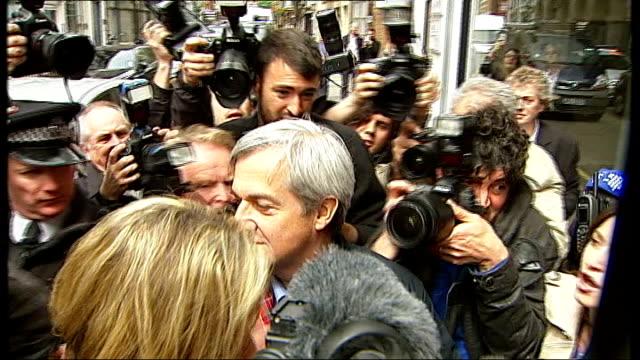 chris huhne and vicky pryce freed from prison london photography** taxi along past press huhne getting out of cab follwed by his partner carina... - ビッキー・プライス点の映像素材/bロール