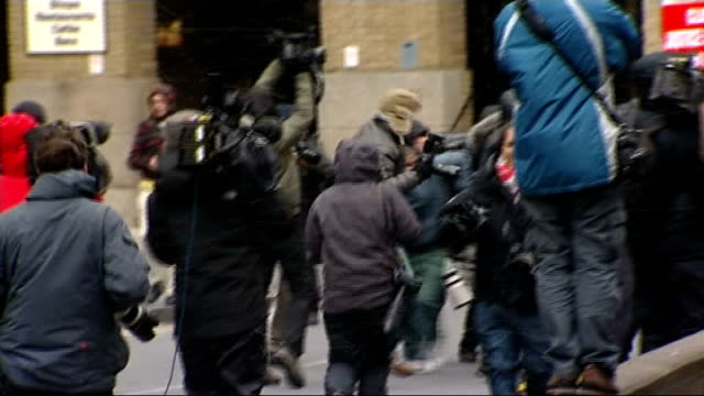 chris huhne and vicky pryce jailed: chris huhne court arrival; england: london: southwark crown court: ext **beware flash photography** three... - クリス ヒューン点の映像素材/bロール