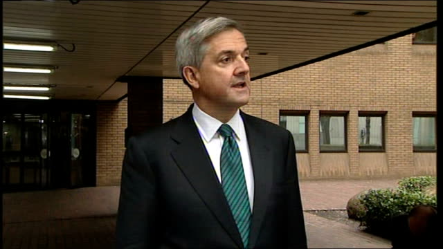 chris huhne pleads guilty to speeding points allegations; chris huhne mp statement outside court sot - i pleaded guilty today, i am unable to say... - クリス ヒューン点の映像素材/bロール