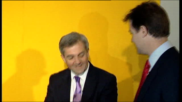 chris huhne pleads guilty to speeding points allegations lib photography*** chris huhne and nick clegg on stage at time of liberal democrat... - ビッキー・プライス点の映像素材/bロール