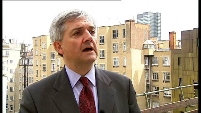 chris huhne pleads guilty to speeding points allegations lib ext chris huhne denying allegations sot the allegations have been made before and been... - クリス ヒューン点の映像素材/bロール