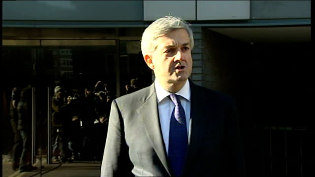 stockvideo's en b-roll-footage met chris huhne resigns from cabinet to face charges of perverting the course of justice england london ext chris huhne mp leaving building then along to... - vermijden