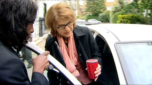 chris huhne resigns from cabinet to face charges of perverting the course of justice lib ext vicky pryce getting in car as surrounded by press - ビッキー・プライス点の映像素材/bロール