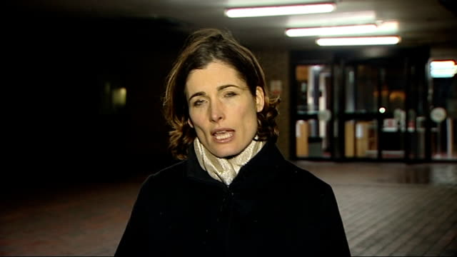 chris huhne speeding trial: jury hears that wife sought revenge; ext/night reporter to camera - クリス ヒューン点の映像素材/bロール