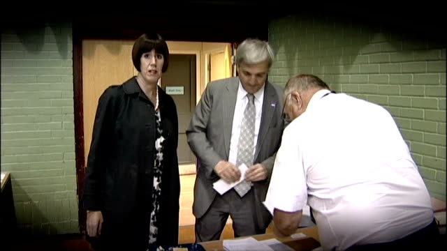chris huhne's partner carina trimingham loses privacy case lib hampshire eastleigh int graphicised shot carina trimingham with chris huhne mp at... - hampshire stock-videos und b-roll-filmmaterial