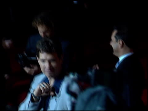 vídeos de stock, filmes e b-roll de chris isaak at the blockbuster awards 2001 at the shrine auditorium in los angeles california on april 10 2001 - chris isaak