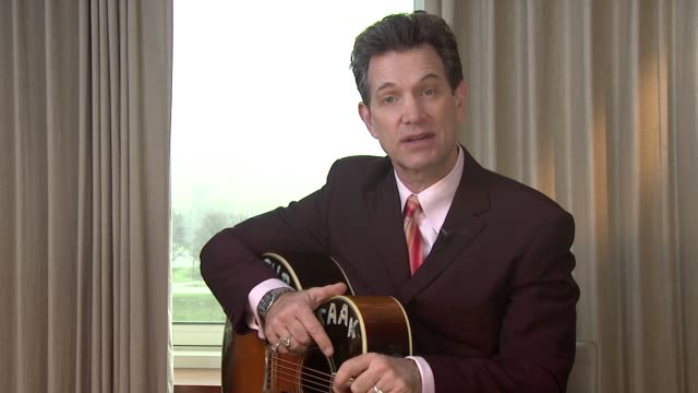 vídeos de stock, filmes e b-roll de chris isaak on sun studios memphis and the famous people to record there at chris isaak interview the royal garden hotel on 24th january 2012 in... - chris isaak