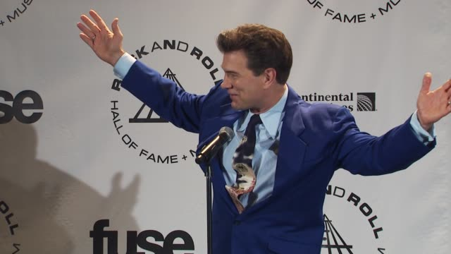 vídeos de stock, filmes e b-roll de chris issak on being an abba fan at the 25th annual rock and roll hall of fame induction ceremony press room at new york ny - chris isaak