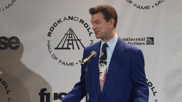 vídeos de stock, filmes e b-roll de chris issak on singing 'wicked game' because that's what people know of his work at the 25th annual rock and roll hall of fame induction ceremony... - chris isaak