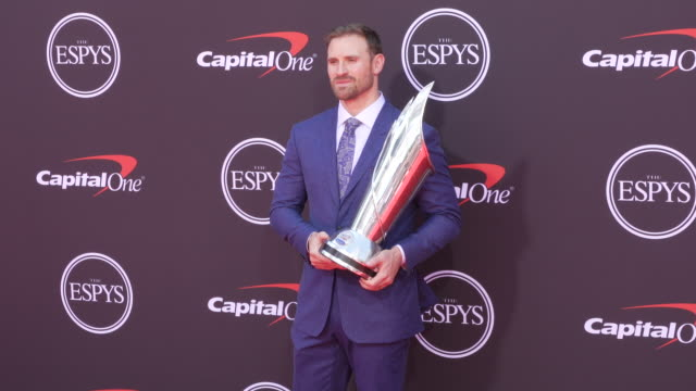 vídeos de stock, filmes e b-roll de chris long at the 2019 espys at microsoft theater on july 10 2019 in los angeles california - espy awards