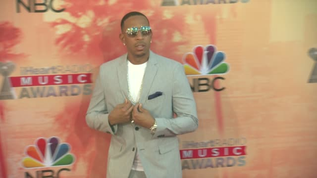 "chris ""ludacris"" bridges at the 2015 iheartradio music awards - red carpet arrivals at the shrine auditorium on march 29, 2015 in los angeles,... - shrine auditorium stock videos & royalty-free footage"