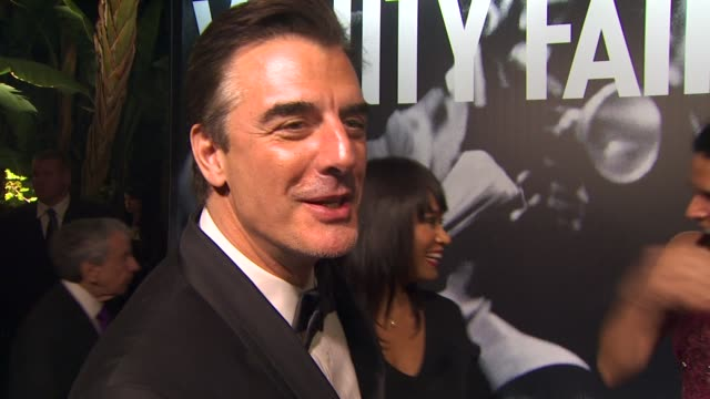 vídeos de stock, filmes e b-roll de chris noth on the winners at the oscars and being at the vanity fair oscars party at the 2010 vanity fair oscar party hosted by graydon carter at... - vanity fair oscar party