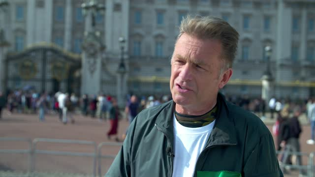 chris packham leads calls for rewilding on royal estates; england: london: buckingham palace: ext demonstrators outside palace wide shot protestors... - ecosystem stock videos & royalty-free footage