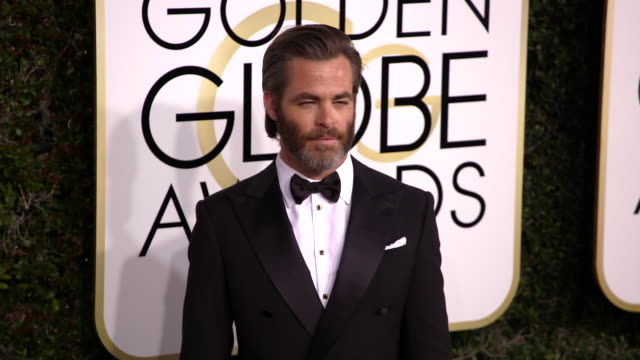 chris pine at 74th annual golden globe awards arrivals at 74th annual golden globe awards arrivals at the beverly hilton hotel on january 08 2017 in... - ビバリーヒルトンホテル点の映像素材/bロール