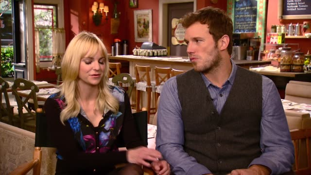 Chris Pratt and Anna Faris talk about Chris guest starring on Anna Faris' show MOM