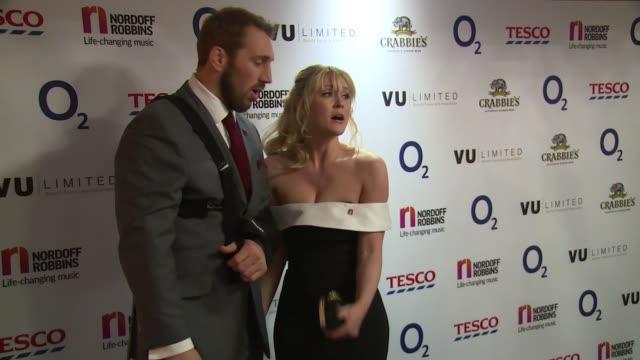 vídeos y material grabado en eventos de stock de chris robshaw, camilla kerslake at the grosvenor house hotel on january 18, 2017 in london, england. - hotel grosvenor house londres