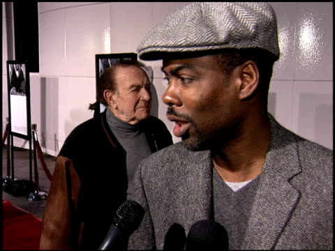 chris rock at the match point premiere at the los angeles county museum of art in los angeles, california on december 8, 2005. - ロサンゼルスカウンティ美術館点の映像素材/bロール