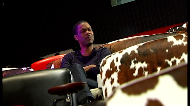 chris rock documentary 'good hair' england london int chris rock meeting reporter chris rock sitting in cinema seat and chatting with reporter - ドキュメンタリー映画点の映像素材/bロール