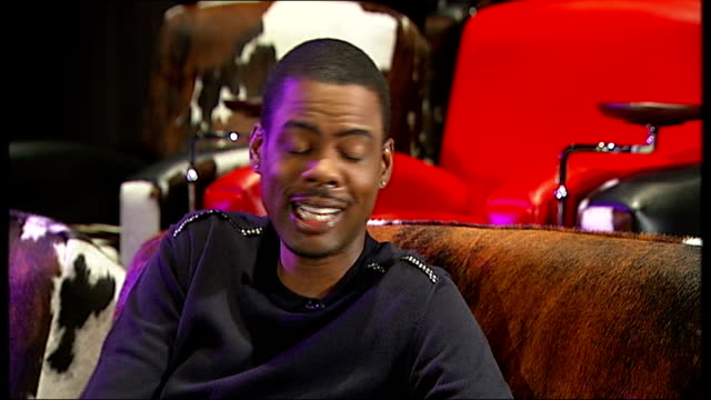 vídeos de stock, filmes e b-roll de chris rock documentary 'good hair'; rock interview sot - i wish there wasn't all this pressure, honestly i think dreads are probably the most... - filme documentário