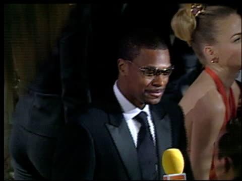 chris tucker at the 2002 academy awards vanity fair party at morton's in west hollywood, california on march 24, 2002. - oscarsfesten bildbanksvideor och videomaterial från bakom kulisserna