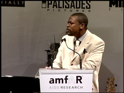 vídeos y material grabado en eventos de stock de chris tucker at the amfar 'cinema against aids' gala presented by miramax films palisades pictures and quintessentially on may 19 2005 - miramax