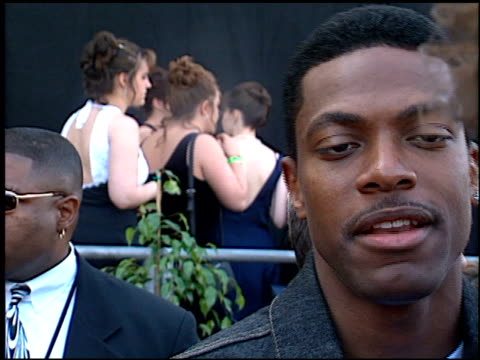 stockvideo's en b-roll-footage met chris tucker at the blockbuster awards 99 at the shrine auditorium in los angeles california on may 25 1999 - 1999