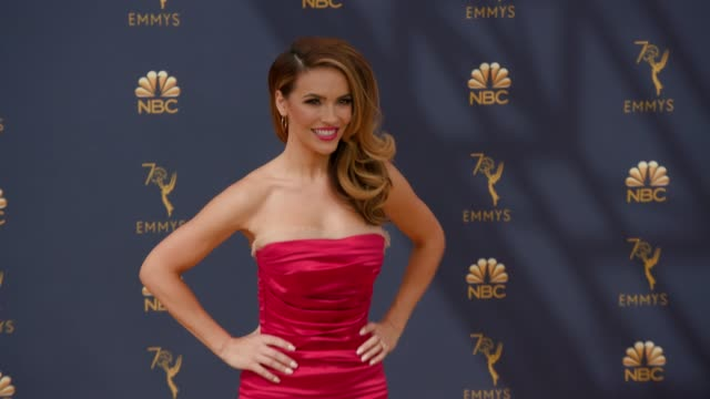 vídeos de stock, filmes e b-roll de chrishell stause chrishell hartley at the 70th emmy awards arrivals at microsoft theater on september 17 2018 in los angeles california - 70th annual primetime emmy awards
