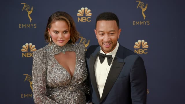 vídeos de stock, filmes e b-roll de chrissy teigen and john legend at the 70th emmy awards arrivals at microsoft theater on september 17 2018 in los angeles california - 70th annual primetime emmy awards