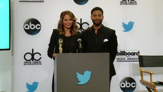 vídeos de stock, filmes e b-roll de speech chrissy teigen and jussie smollett at 2015 billboard music awards finalist announcement press conference at twitter on april 07 2015 in santa... - finalist