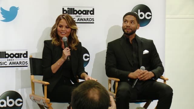 vídeos de stock, filmes e b-roll de interview chrissy teigen and jussie smollett at 2015 billboard music awards finalist announcement press conference at twitter on april 07 2015 in... - finalist