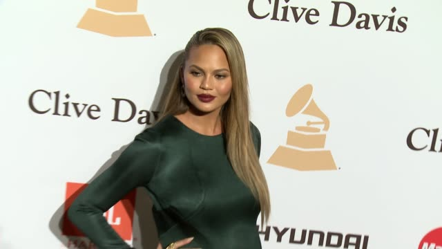 stockvideo's en b-roll-footage met chrissy teigen at the 2016 pregrammy gala and salute to industry icons honoring irving azoff at the beverly hilton hotel on february 14 2016 in... - irving azoff
